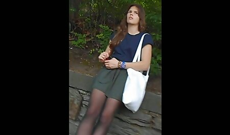 Patty se s velikim hentai xxx film sisama igra sa svojim dildosima
