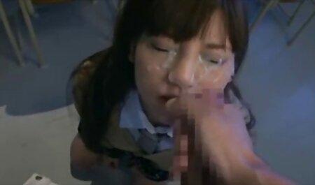 Zrela emo djevojka u hentai 3d movie crvenim čarapama energično prstom maca, sjedi na penisu