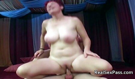 Prsata Chica miluje svoju pičkicu hentsi porno pod tušem