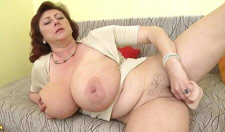Seksi dama stežući glavu člana sočnim usnama pruža mužu puhanje hetai film