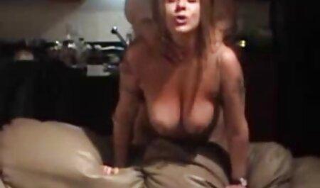Dvije vrlo drage djevojke sebi dopuštaju da pikantna volost cijeli dan odmara na hentai film free velikom krevetu, kao da je posebno stvorena za seks, gdje pažljivo prodire jedna u drugu u uznemirene pičke spretnim jezicima.