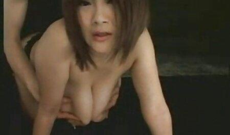 Strašna analna ljepotica uzbuđuje svog jebača koji uvuče kuju hentai film xxx u anal