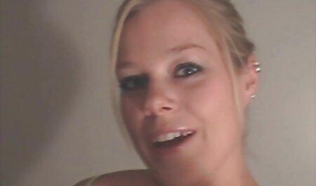 Ova hentai alien porno sočna ruska drolja ne silazi s muža s lica, što ga prisiljava da joj liže pičku dan i noć