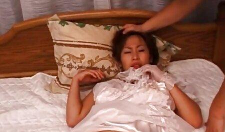 Plavuša hentai xxx film je skinula remen, provukla ih kroz papule i počela joj jebati pičku