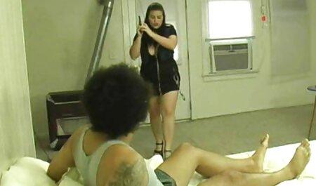 Lijepi studenti henti film dolaze u striptiz klub