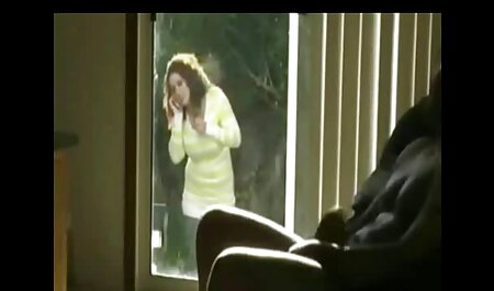 Prsata Taylor se opustila u hentai full film dvorištu