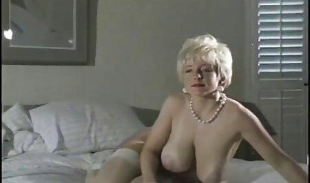 Plavokosa kurva sjedila je maca na robovim hentai porn film ustima