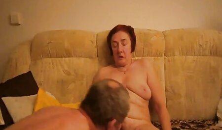 Bitch sjedi u stolici henthai porno i miluje joj usku macu