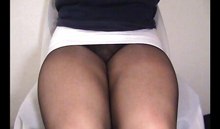 Mlada brineta miluje svoju anime porno tube macu u gaćice