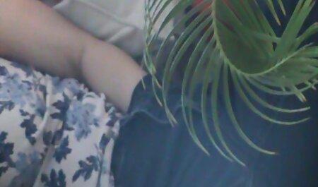 Latina je video porno henta ispred web kamere raširila noge i uvela mali dildo u svoju pičku