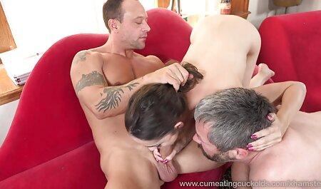 Dvostruka šaka za slatku porno hantei plavušicu