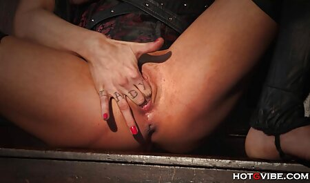 Tip hentai porno brutal s djevojkom razmjenjivao je oralne miline pod tušem
