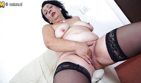 Mlada Lilu milovala je preplanule noge, maca i cums od one piece nami porno milina