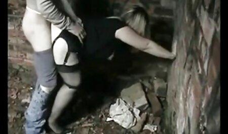 Pikaper je skinuo djevojku porno hantei i doveo ga do svoje kolibe