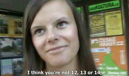 Slutty ljepotica Simon Peach usisava snažan penis sa svojim sočnim usnama porno film hentai