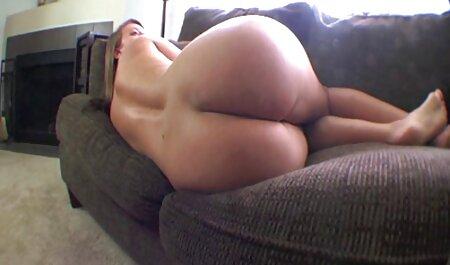 Seksi henthai porno fetiš iz lateksa miluje macu