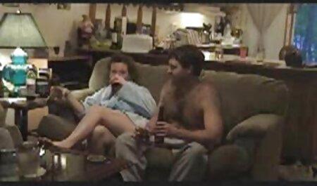 Momak je platio djevojci da pokaže grudi i pičku, ali tada je bila pohotna i željela je seksati s njim. Pronašli su ugodno mjesto na ulici i hentai alien porno započeli s poslom.