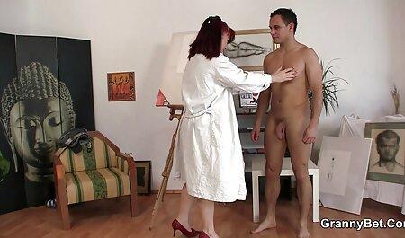 Prsata seksi brineta masira muškarca video porno hentau i dobiva jebu